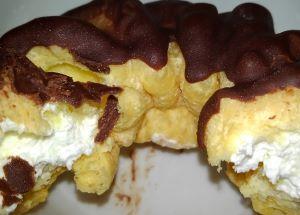 ヤマザキのフレンチクルーラーのホイップクリームを食べた味の感想と口コミは?賞味期限と値段は!